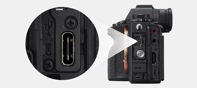 Fotoğraf makinesinin, SuperSpeed USB konnektörünü gösteren soldan görünümü
