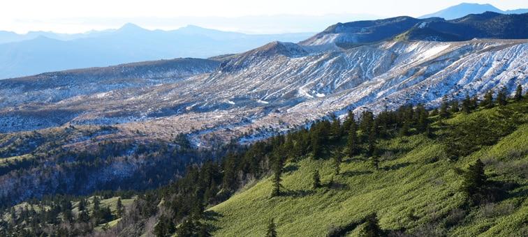 Hafif kontrast gösteren dağlar