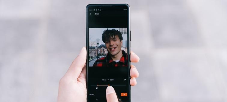 Movie Edit Add-on kullanarak video düzenleyen birinin durum görüntüsü